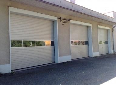 Průmyslová vrata s hliníkovým prosvětlovacím pásem (1)